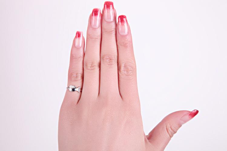 Что означает кольцо на мизинце