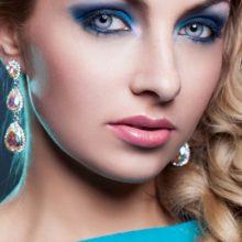 Новинки  макияжа для голубых глаз — Повседневный и вечерний образ пошагово с фото
