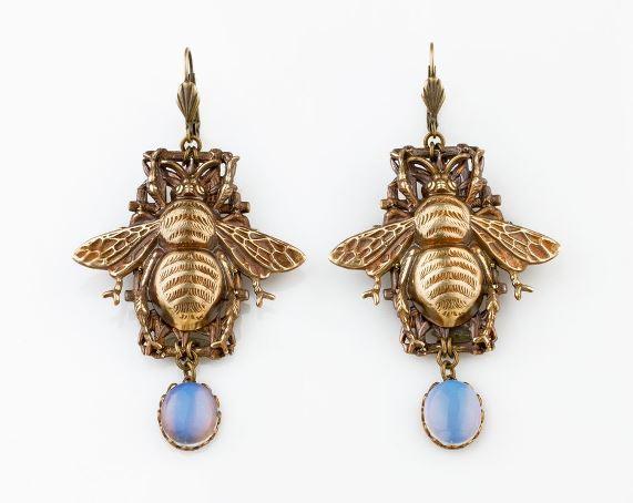 Серьги в виде пчел символика украшений