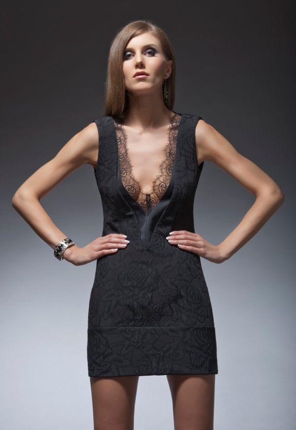 платья глубоким вырезом декольте4